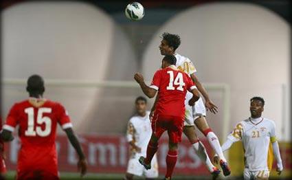 البحرين وعمان يتعادلان سلبياً والإمارات